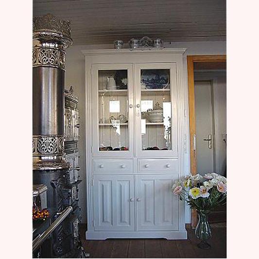 Küchenschrank Landhausstil: Eleganter Weißer Küchenschrank Im Landhausstil, Verkauft
